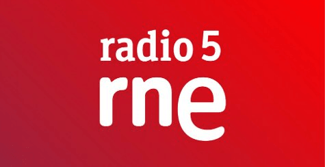 En Radio 5. Con voz de mujer