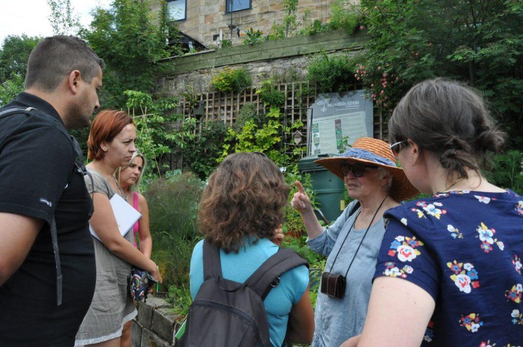 Todmorden visita Incredible Edible 140